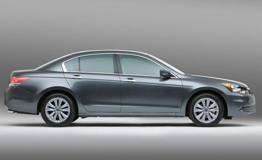 2011 Honda Accord EX-L V-6 sedan - Slide 5