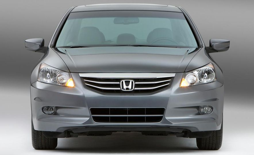 2011 Honda Accord EX-L V-6 sedan - Slide 6