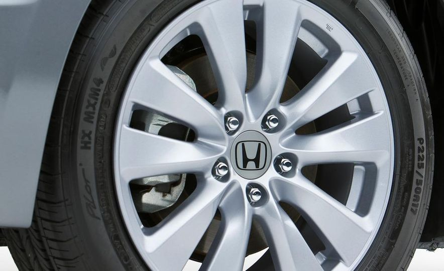 2011 Honda Accord EX-L V-6 sedan - Slide 9