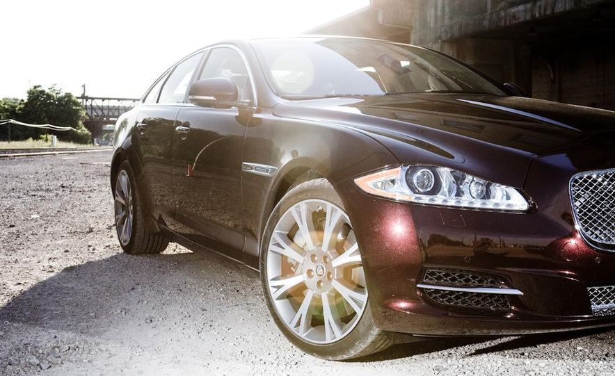 2011 Jaguar XJ Supercharged - Slide 18