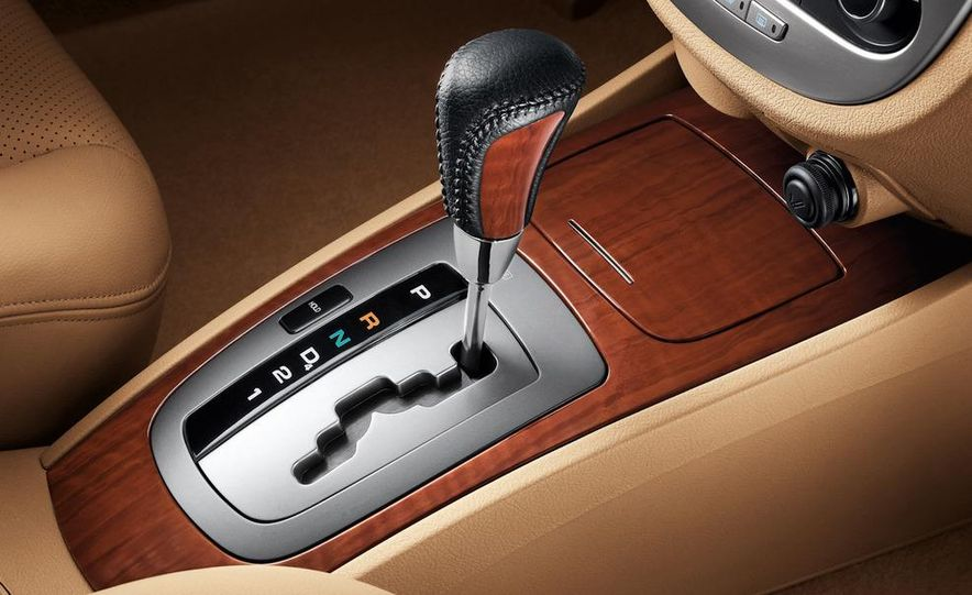 2010 Buick Excelle GT - Slide 22
