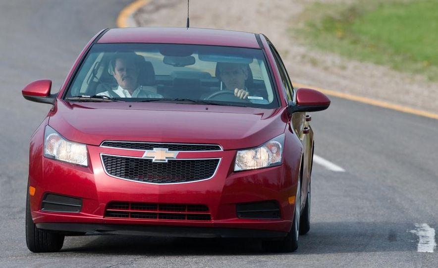 Chevrolet Cruze hatchback concept - Slide 38