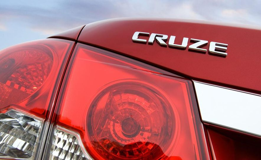 Chevrolet Cruze hatchback concept - Slide 54