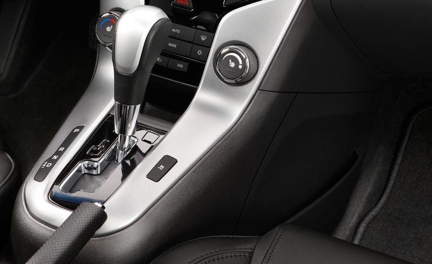 Chevrolet Cruze hatchback concept - Slide 28