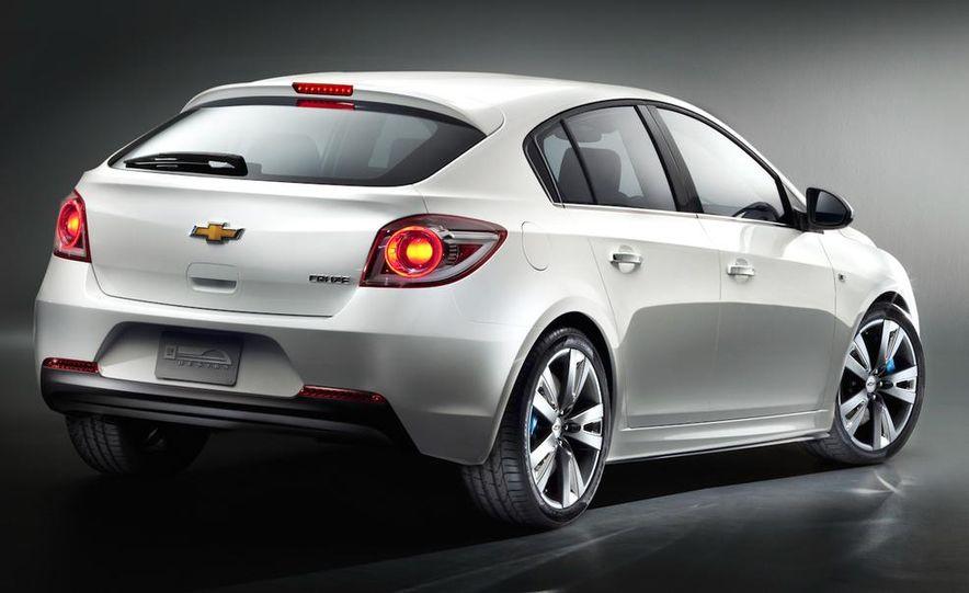 Chevrolet Cruze hatchback concept - Slide 16