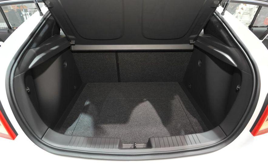 Chevrolet Cruze hatchback concept - Slide 14