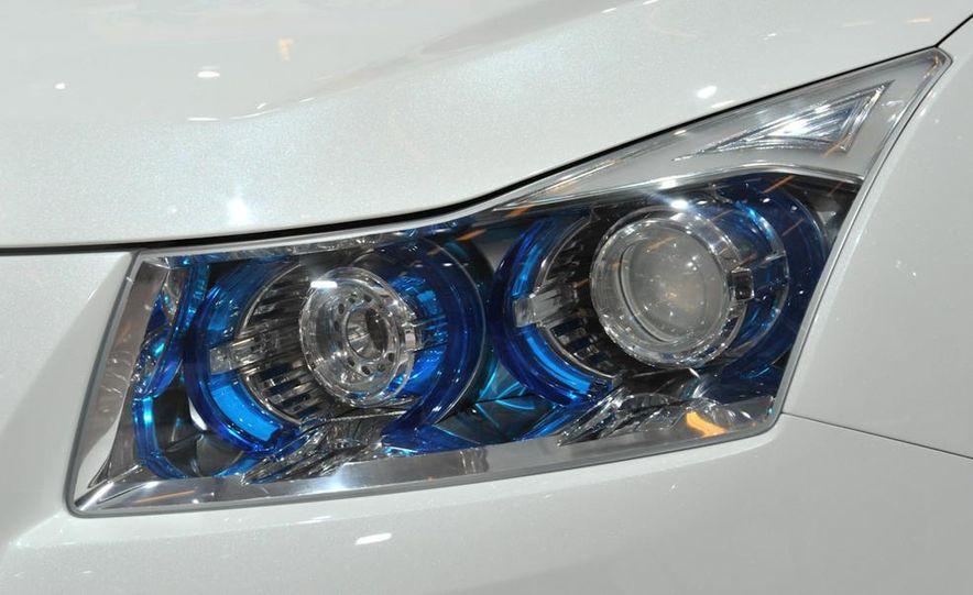 Chevrolet Cruze hatchback concept - Slide 11