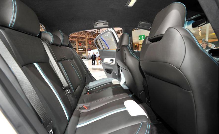 Chevrolet Cruze hatchback concept - Slide 13