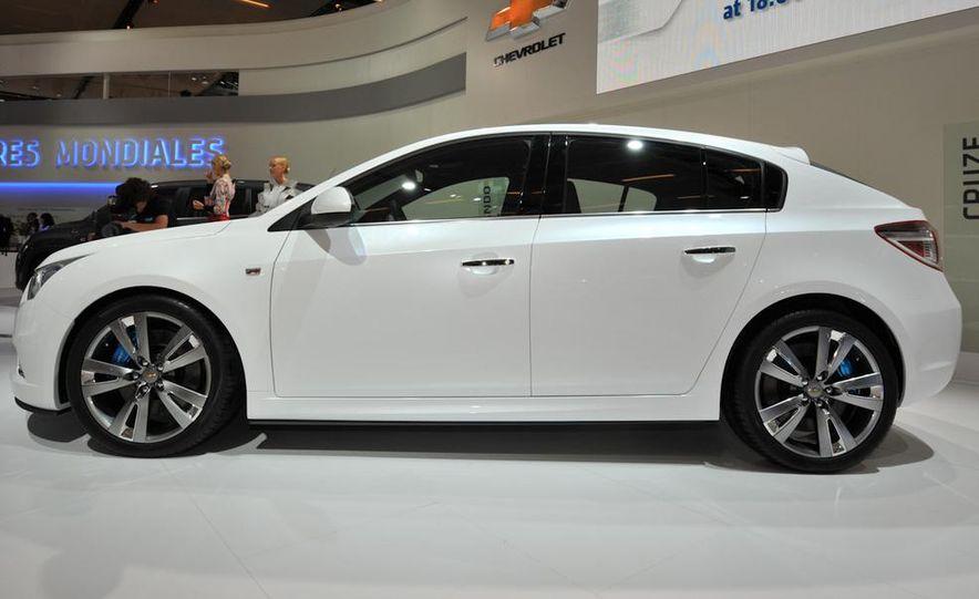 Chevrolet Cruze hatchback concept - Slide 2