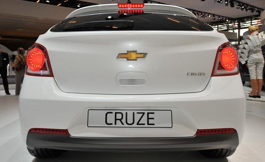 Chevrolet Cruze hatchback concept - Slide 7