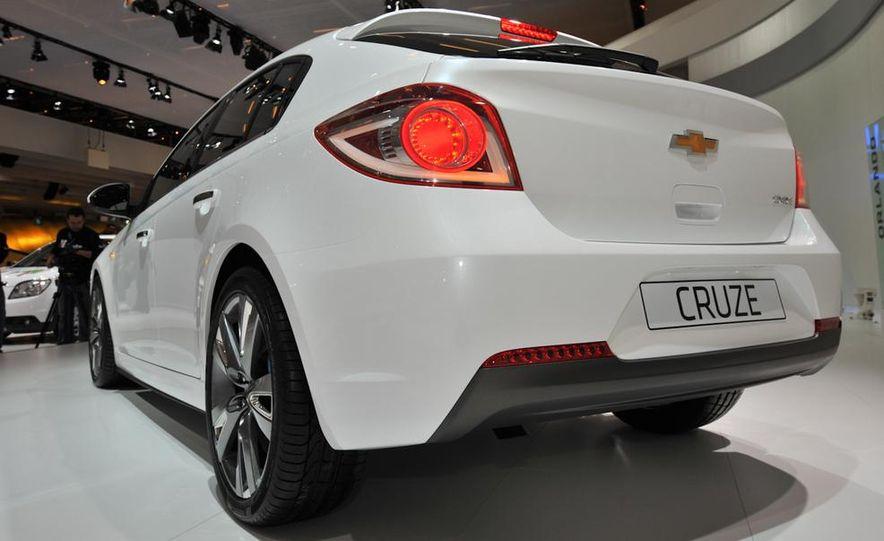 Chevrolet Cruze hatchback concept - Slide 8