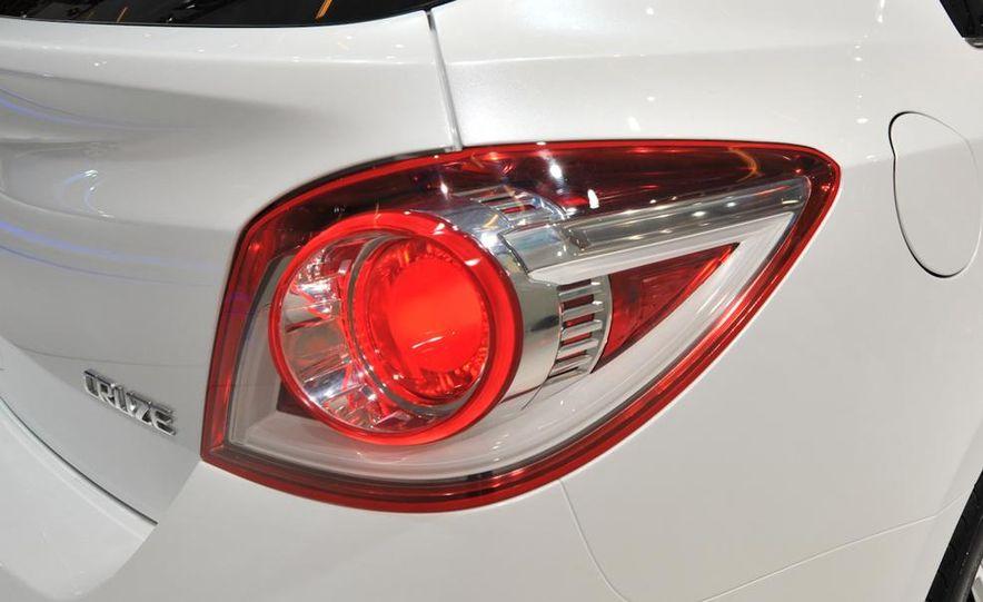 Chevrolet Cruze hatchback concept - Slide 10
