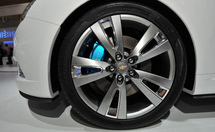 Chevrolet Cruze hatchback concept - Slide 9