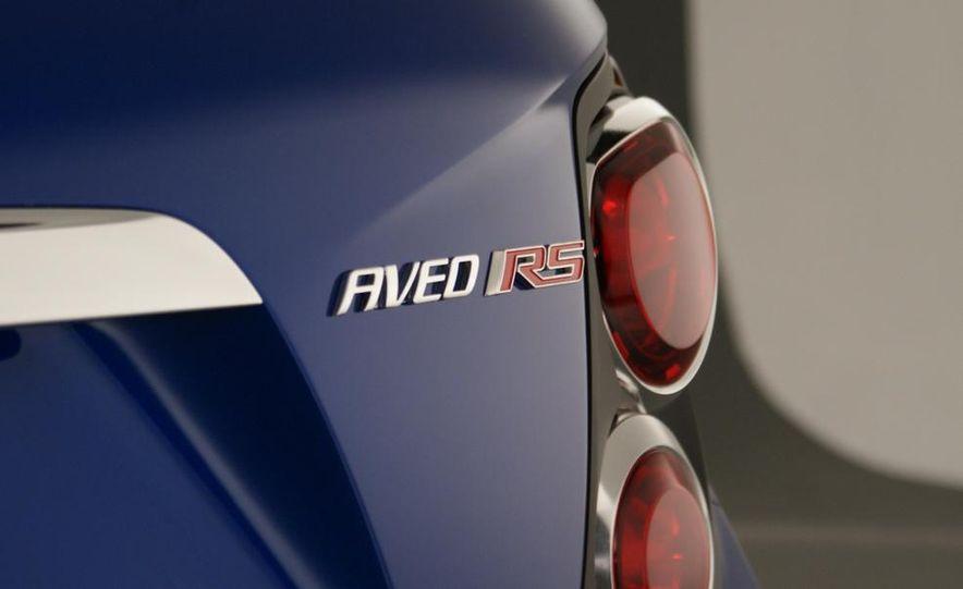 2012 Chevrolet Aveo 5-door - Slide 18