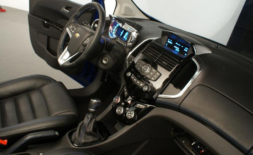 2012 Chevrolet Aveo 5-door - Slide 21