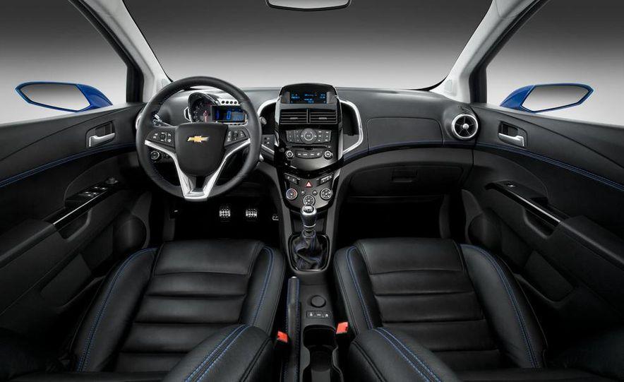 2012 Chevrolet Aveo 5-door - Slide 34