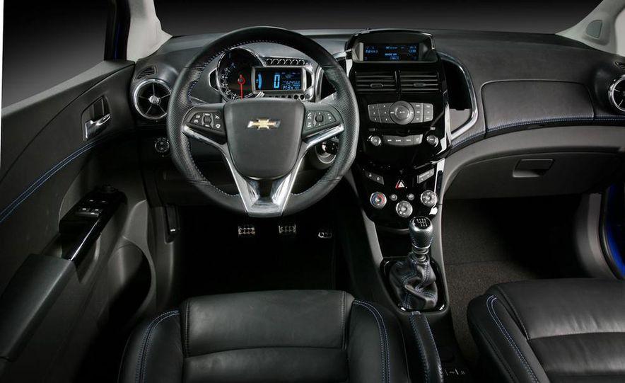 2012 Chevrolet Aveo 5-door - Slide 35