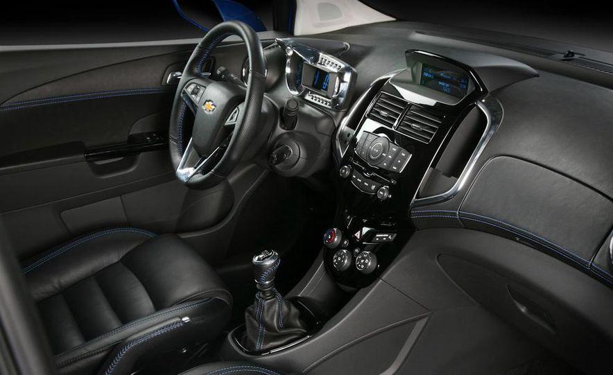 2012 Chevrolet Aveo 5-door - Slide 36