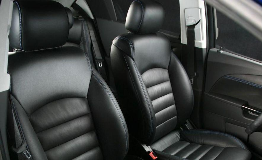 2012 Chevrolet Aveo 5-door - Slide 37