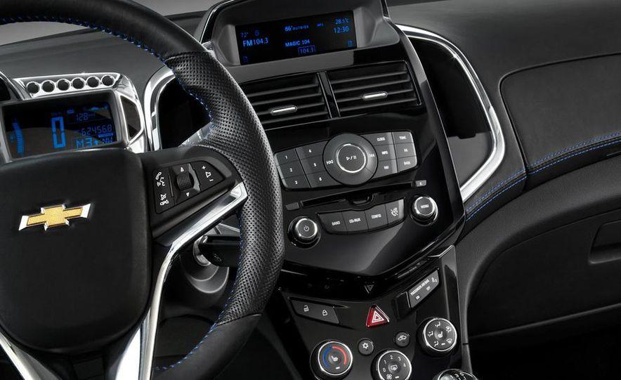 2012 Chevrolet Aveo 5-door - Slide 38