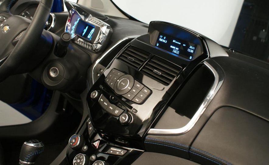 2012 Chevrolet Aveo 5-door - Slide 22
