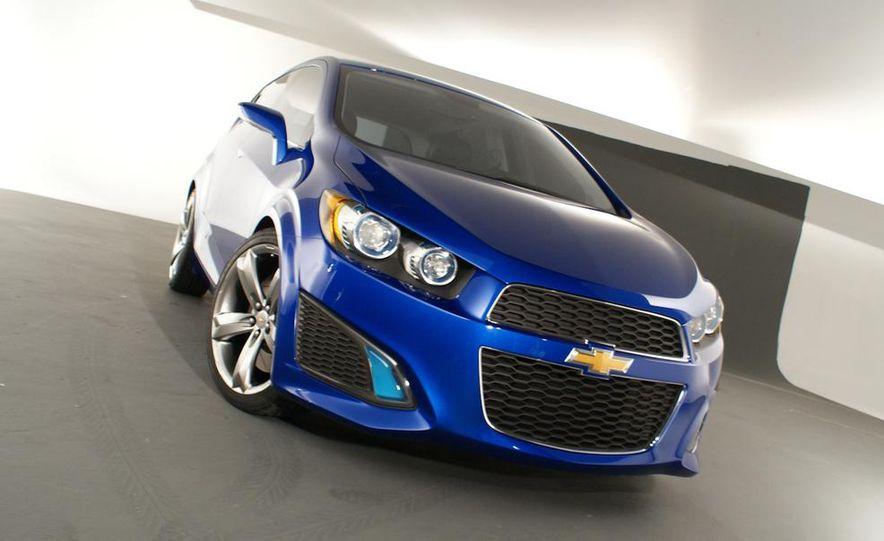 2012 Chevrolet Aveo 5-door - Slide 4