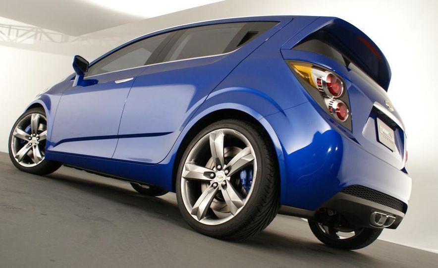 2012 Chevrolet Aveo 5-door - Slide 7