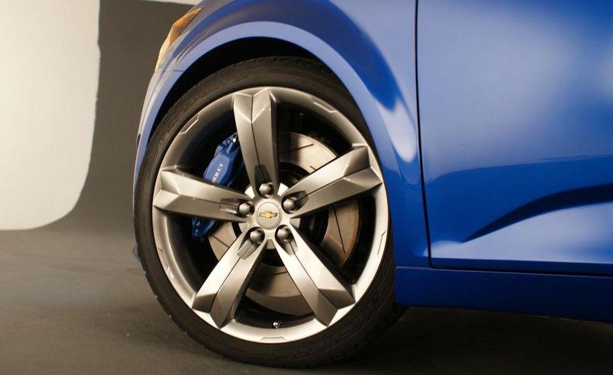 2012 Chevrolet Aveo 5-door - Slide 15
