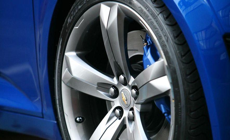 2012 Chevrolet Aveo 5-door - Slide 32