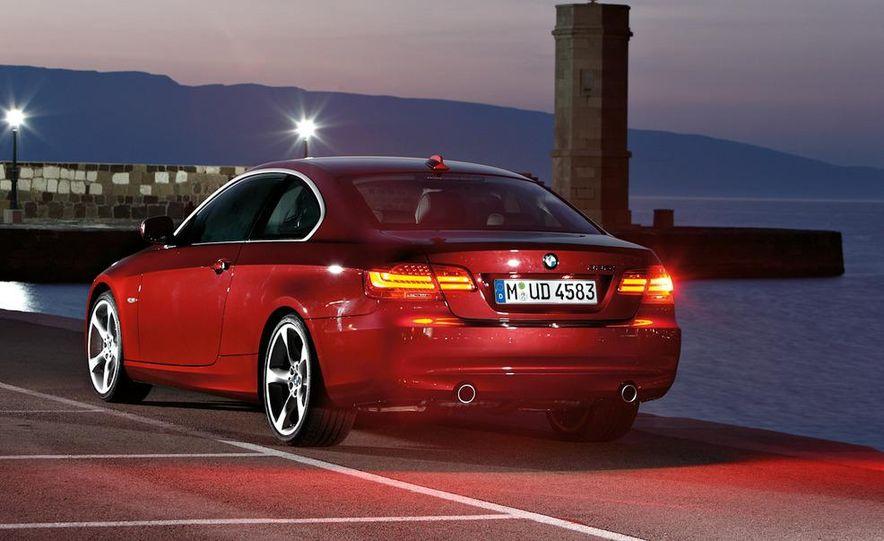 2011 BMW 335i coupe (European spec) - Slide 16