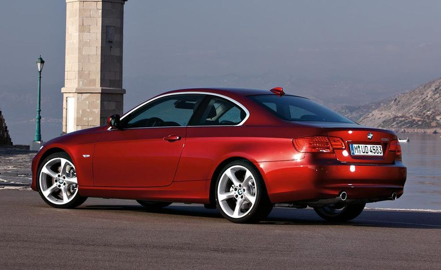 2011 BMW 335i coupe (European spec) - Slide 23