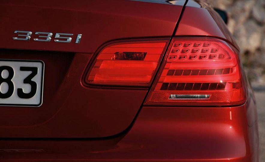 2011 BMW 335i coupe (European spec) - Slide 28