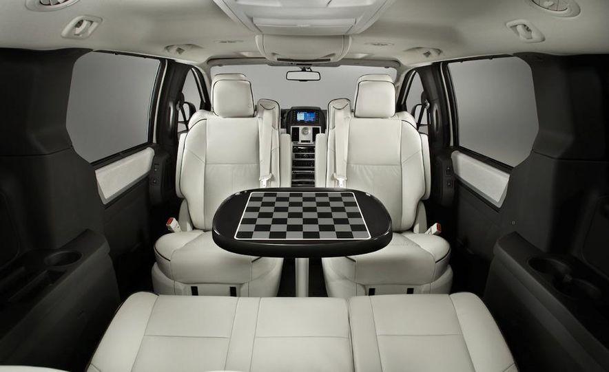 2011 Chrysler Town & Country - Slide 32