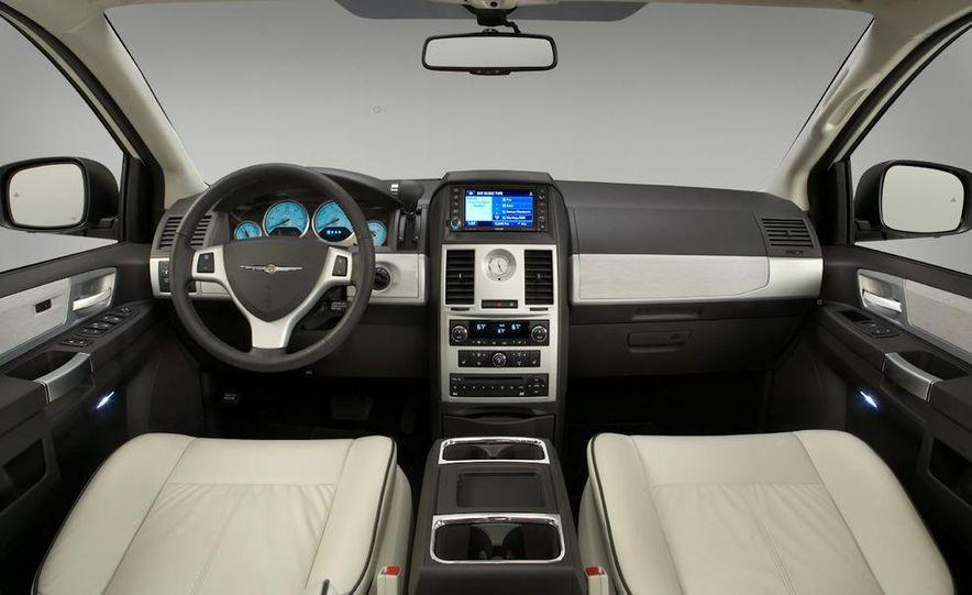 2011 Chrysler Town & Country - Slide 30