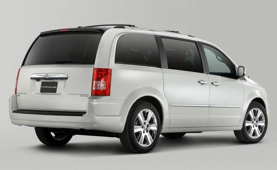 2011 Chrysler Town & Country - Slide 25