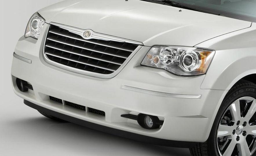 2011 Chrysler Town & Country - Slide 26
