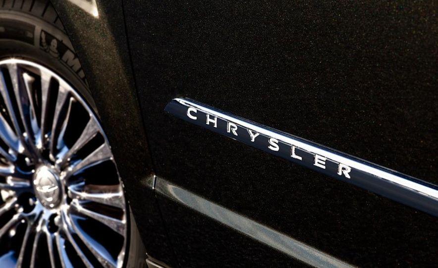 2011 Chrysler Town & Country - Slide 19