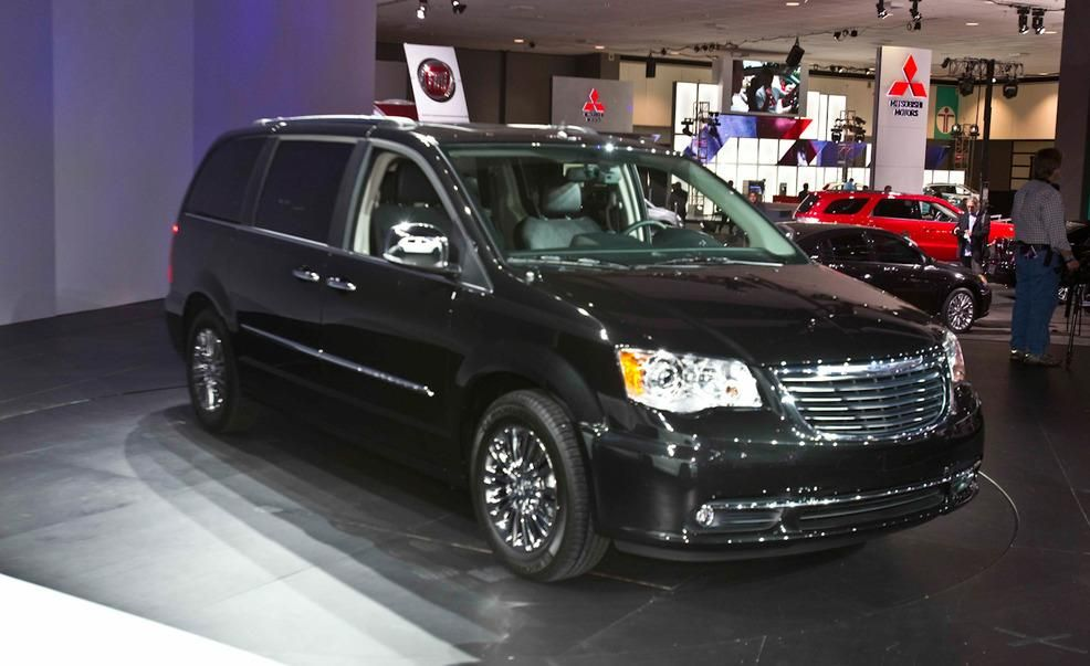 2017 Chrysler Town Country Pictures Photo Gallery Car And Driver