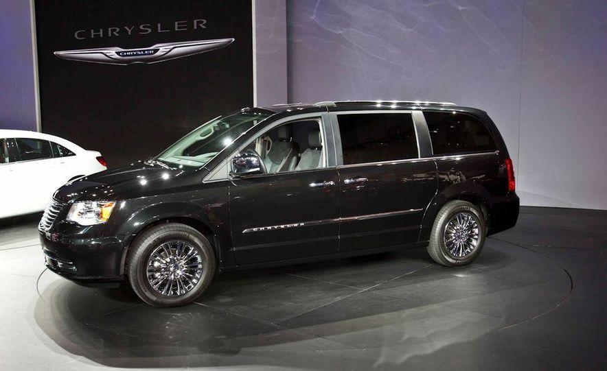 2011 Chrysler Town & Country - Slide 3
