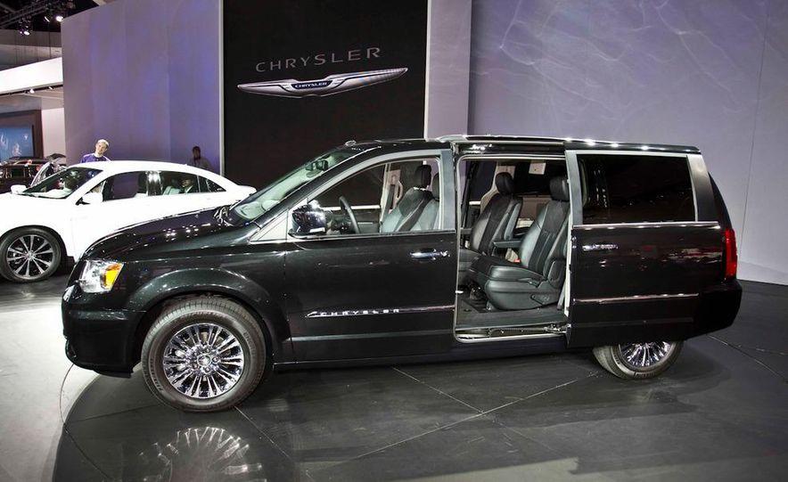 2011 Chrysler Town & Country - Slide 5