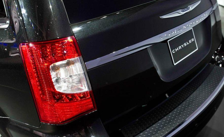 2011 Chrysler Town & Country - Slide 7