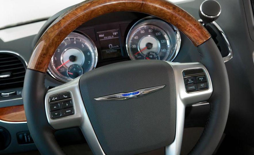 2011 Chrysler Town & Country - Slide 21