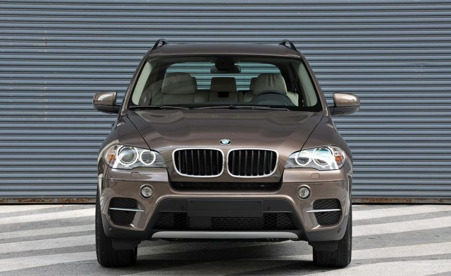 2011 BMW X5 xDrive35i (European spec) - Slide 2