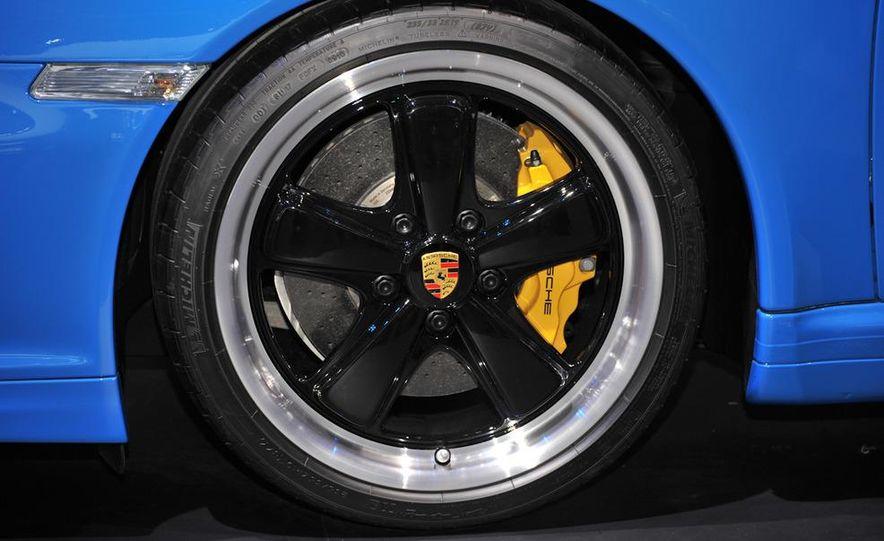 2011 Porsche 911 Speedster - Slide 11