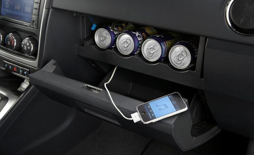 2011 Dodge Caliber - Slide 18