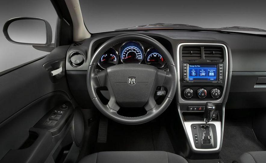 2011 Dodge Caliber - Slide 12