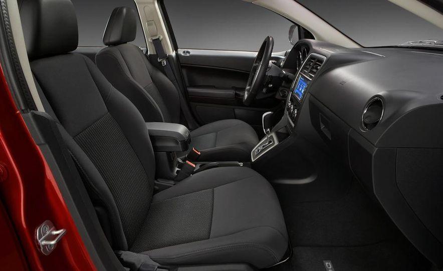 2011 Dodge Caliber - Slide 19