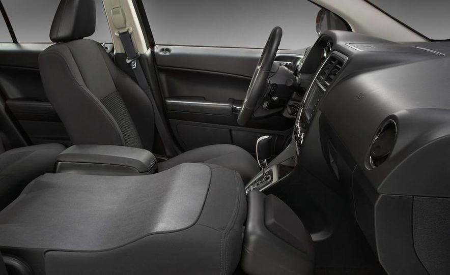 2011 Dodge Caliber - Slide 21
