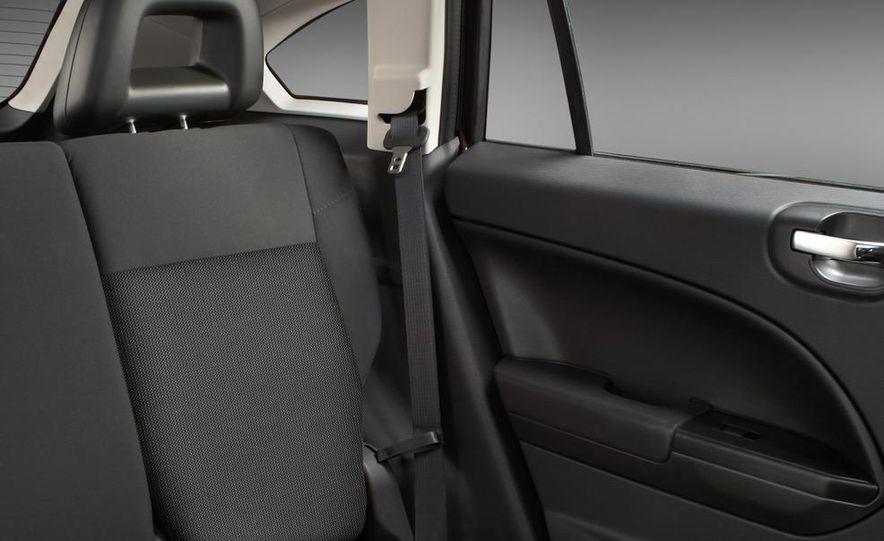 2011 Dodge Caliber - Slide 22
