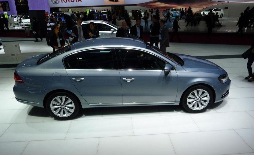 2011 Volkswagen Passat (European spec) - Slide 1